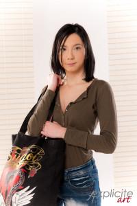Lily Phoenix dans son premier shoot studio.